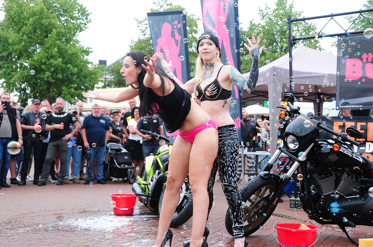 bubble babes, bikini bike wash with bubble babes